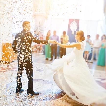 Přinášíme vám seznam těch nejoblíbenějších a nejkrásnějších svatebních písní!