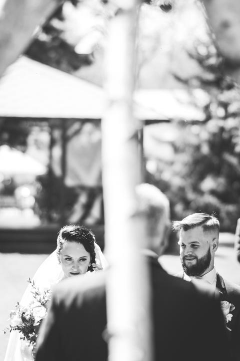 černobílé svatební fotky