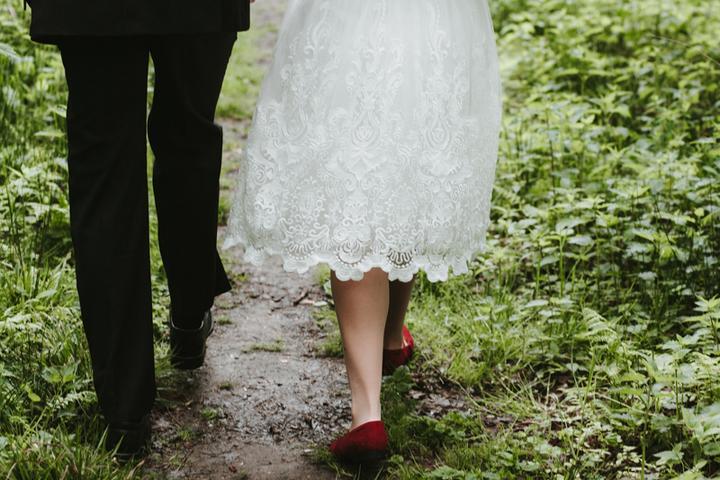 rudé svatební boty