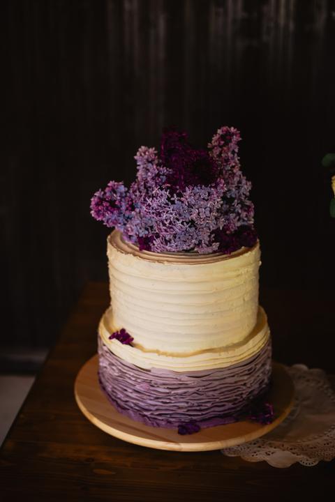 šeříkový lilavý svatební dort