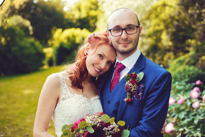 přírodní svatba v barvě bordó