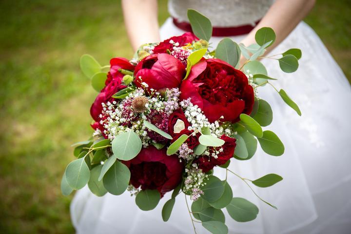vínová bordó svatební kytice