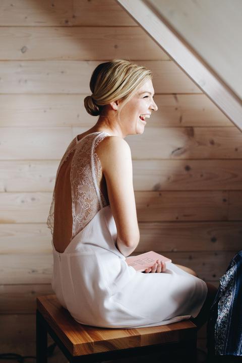 elegantní svatební šaty s holými zády