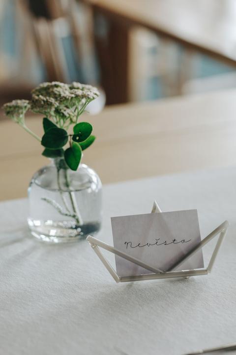 minimalismus a svatební výzdoba