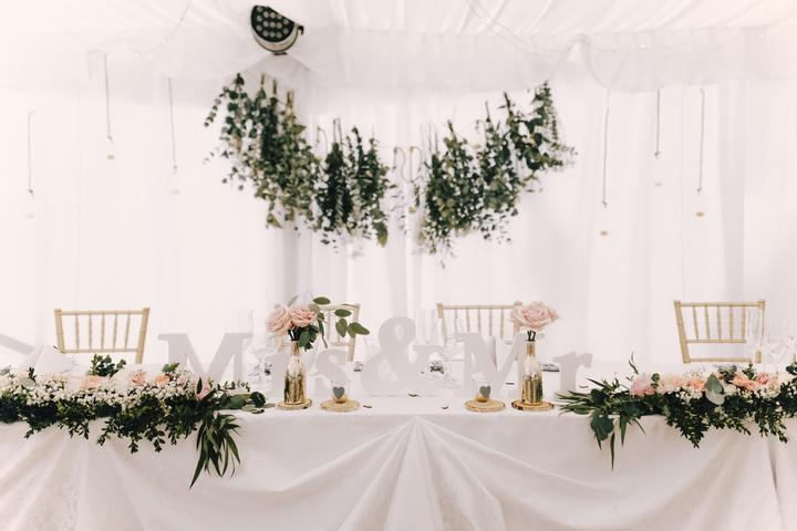 svatební výzdoba hlavního stolu