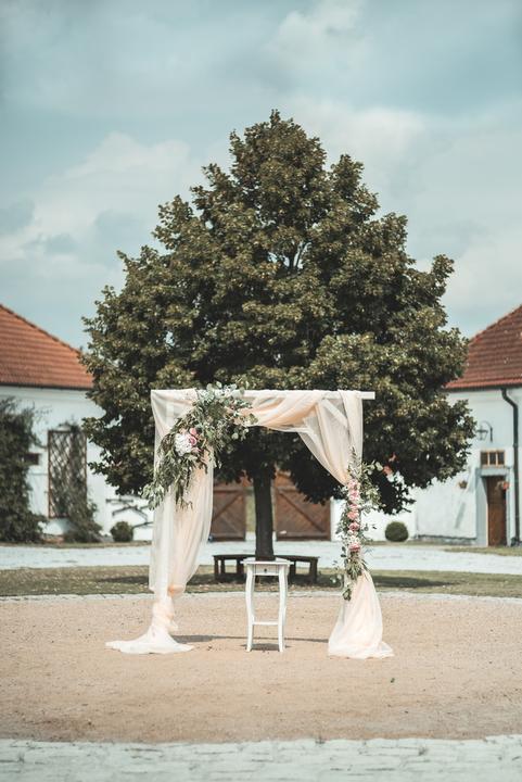svatební altan a slávobrana