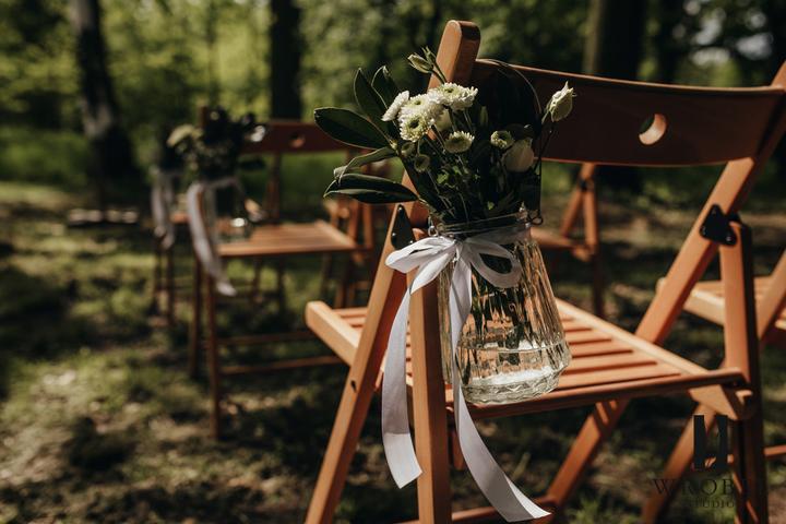 výzdoba svatebního obřadu venku