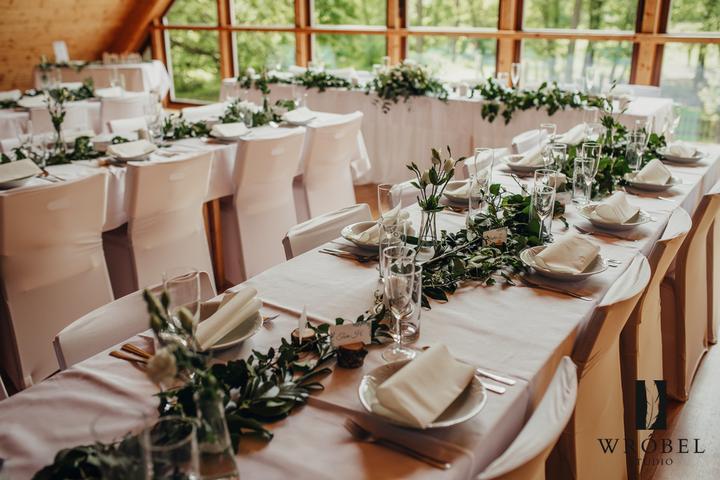 jednoduchá, přírodní svatební výzdoba na Lovecké chatě