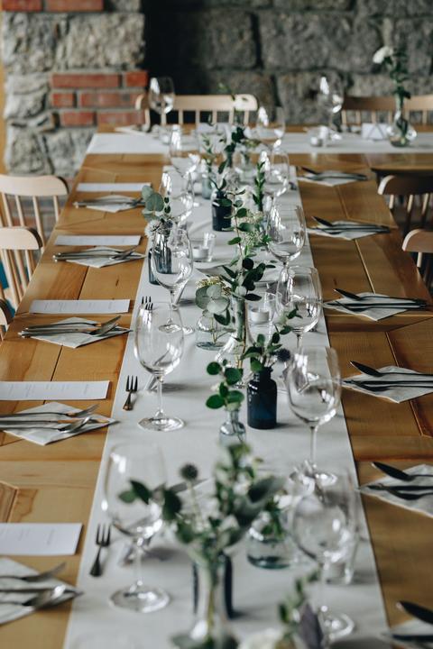 jednoduchá greenery svatební výzdoba