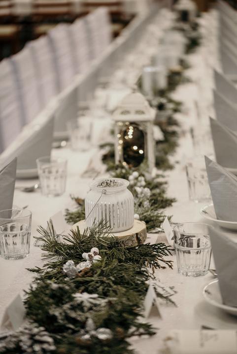 stříbrná svatební výzdoba