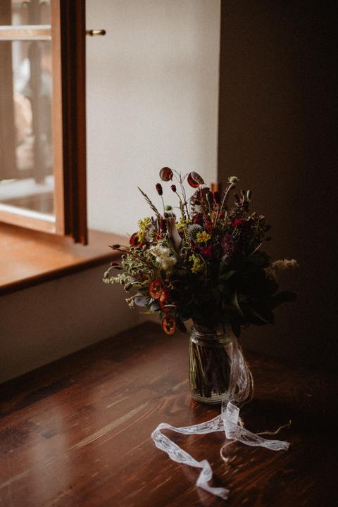 svatební kytice z loučních květu