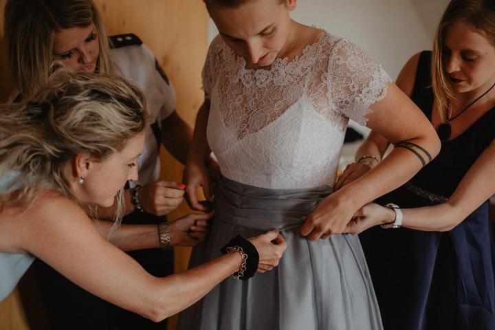 dvoudílné svatební šaty - zvršek a sukně