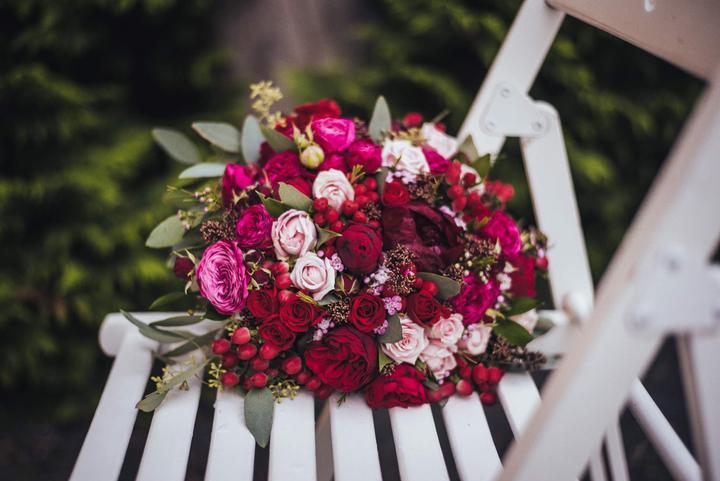 bordó svatební kytice