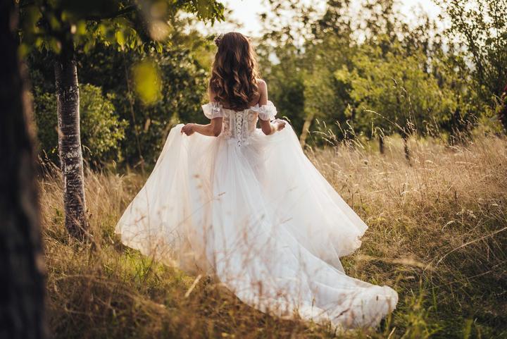romantické svatební šaty