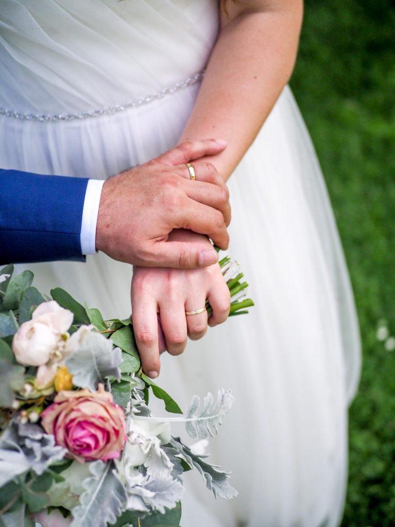 ružovo-bílá svatební kytice