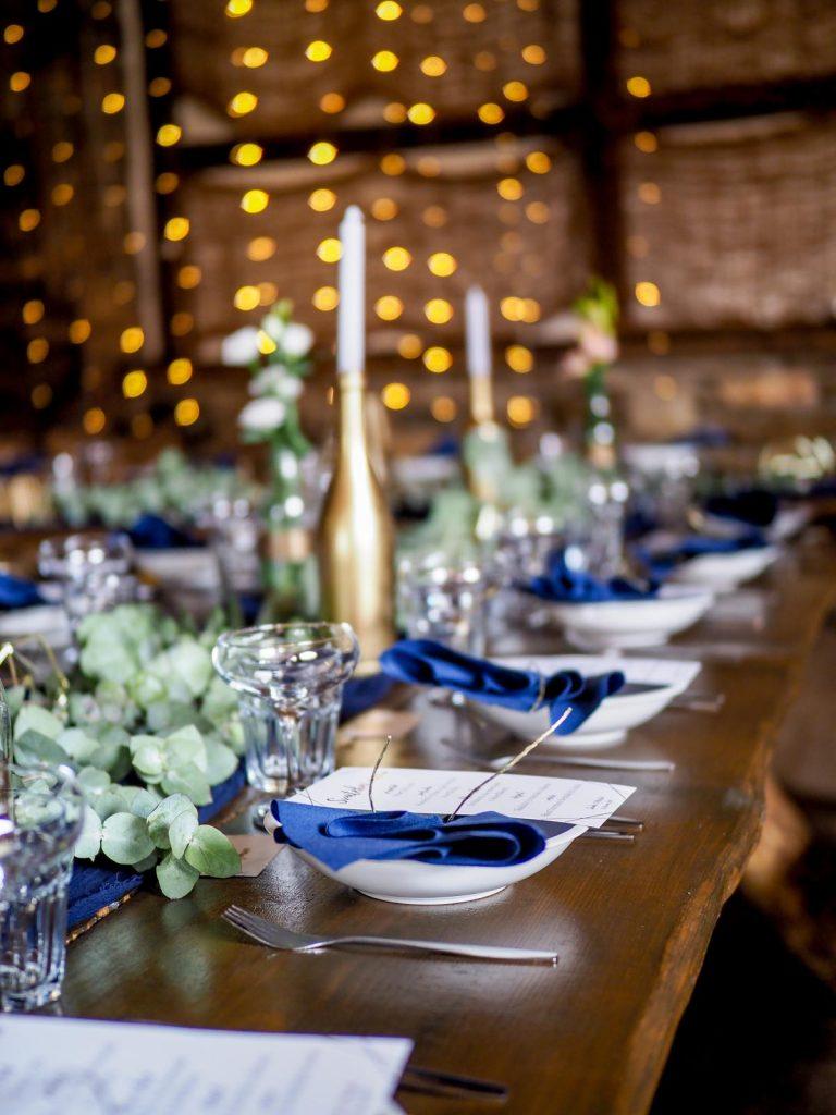 modro-zlatá svatební výzdoba