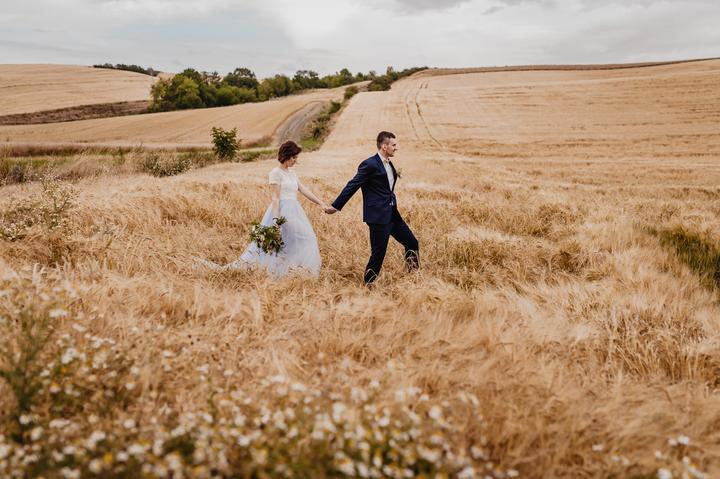 svatební focení v poli