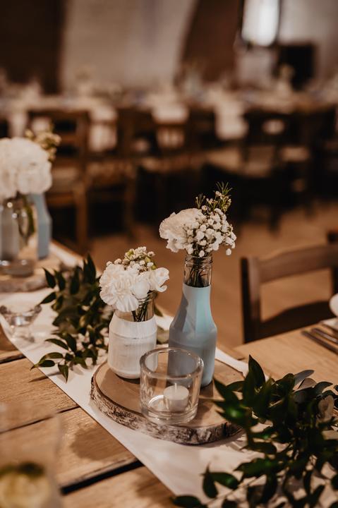 modrá svatební výzdoba