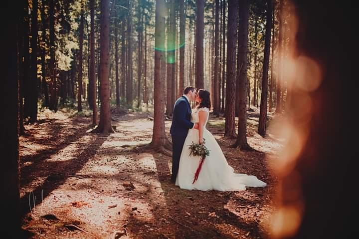 svatba v rudých tónech