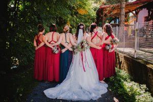 svatba v červených tónech