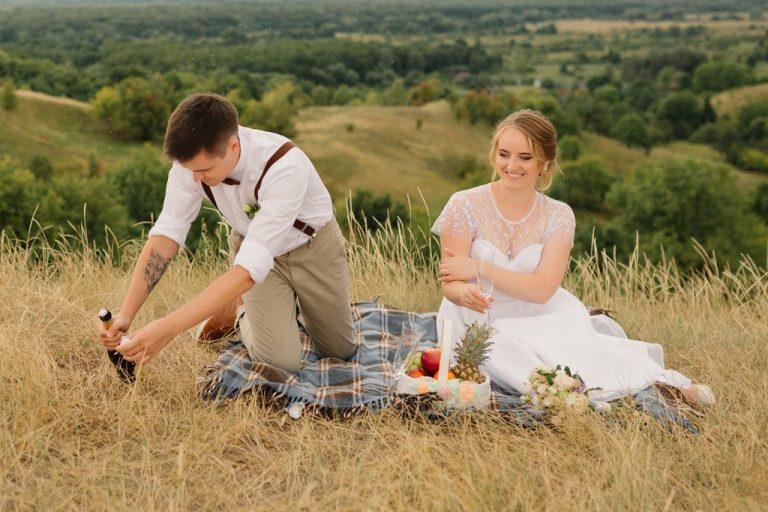 svatební piknik v přírodě