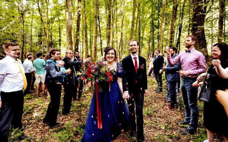 barevné svatební šaty, modré šaty pro nevěstu