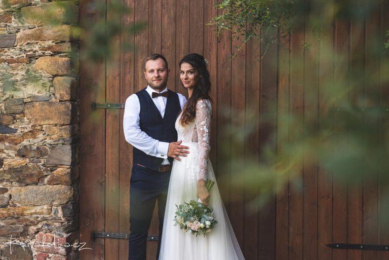 svatební focení ve stodole