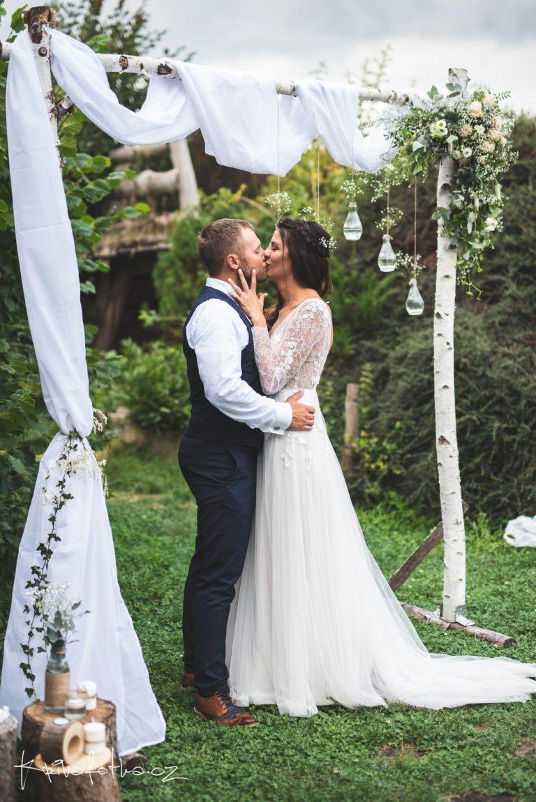 přírodní svatba ve Škvoreckém dvoře