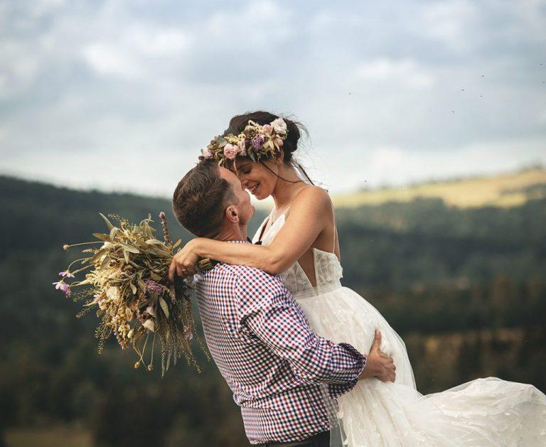 Pohodová přírodní svatba v Deštném v Orlických horách